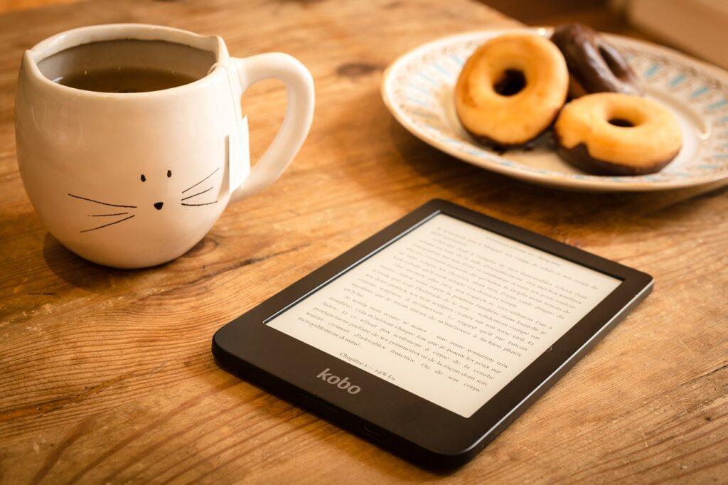 çörek ve ekitap okuyucu